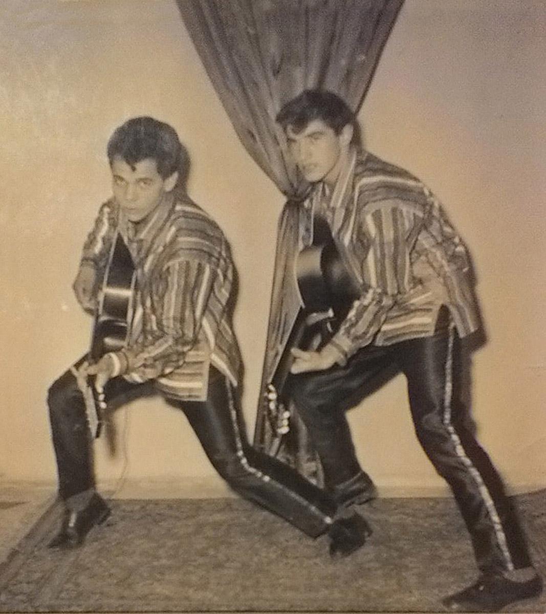 Jimmy, un agguerrito adolescente con la chitarra, in duo con Silvano Polidori