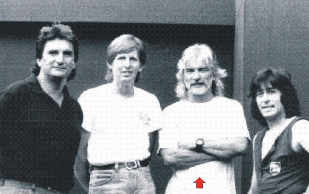 Derek Wilson con Mick Brill, George Sims e Dave Sumner con i quali dà vita al gruppo dei Mad Dogs