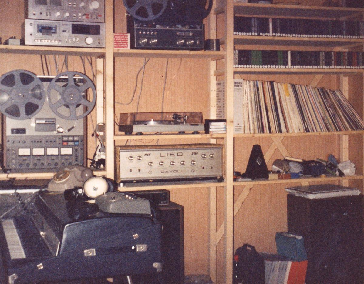 Il soggiorno-studio di Mike in via Pentimalli nel 1981